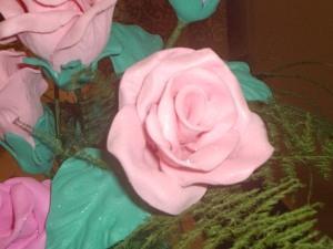 ¿Como hago una rosa en goma eva?